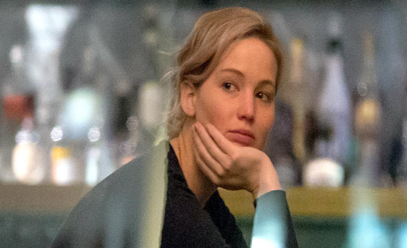 Jennifer Lawrence szakadt gatyában borozgatott Budapesten