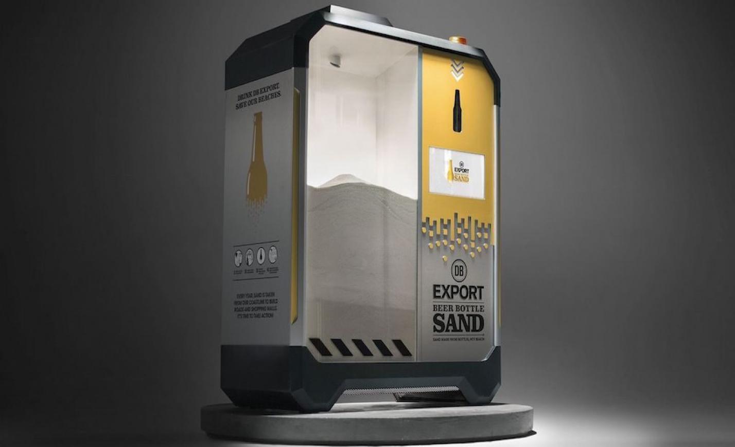 Üres sörösüvegeket homokká alakító géppel akadályoznák meg a világ tengerpartjainak pusztulását