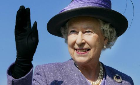 Szerényen ünnepel ma II. Erzsébet királynő