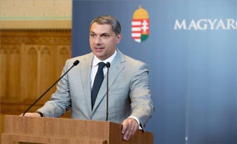 Lázár: szeptemberben tárgyalhatja a parlament a lex Heinekent