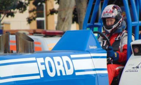 Őrült traktorhúzás: csak a skandináv farkas győzte le a pályát