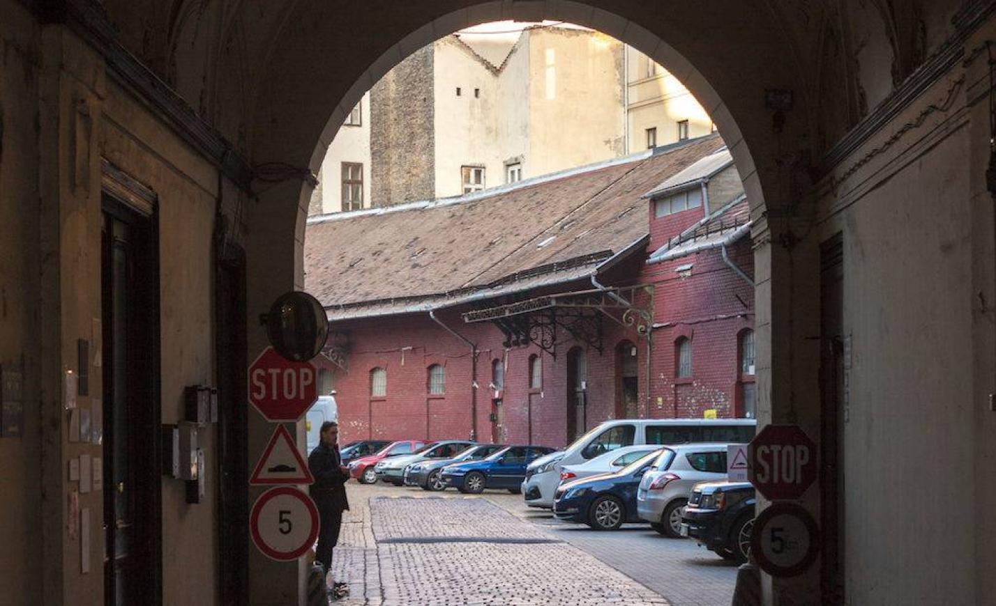 Ismeretlen Budapest: Évszázados kereskedőudvar az Iparművészeti Múzeum árnyékában