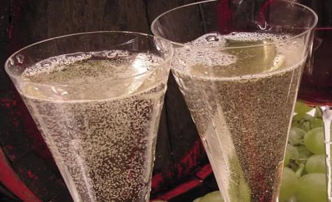VinCE Champagne a Holdon: november 26-án felpezseg a Belvárosi Piac