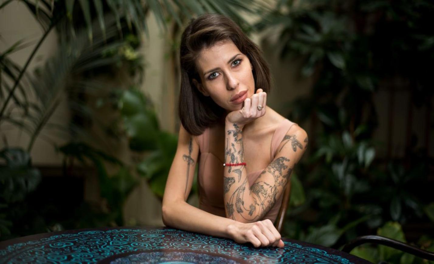 Cinthya Dictator: Én egy alacsony költségvetésű lány vagyok