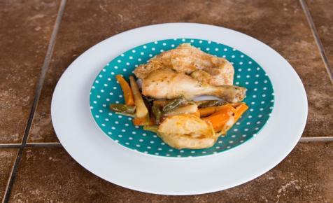 Fehérboros-zöldséges csirke római tálban