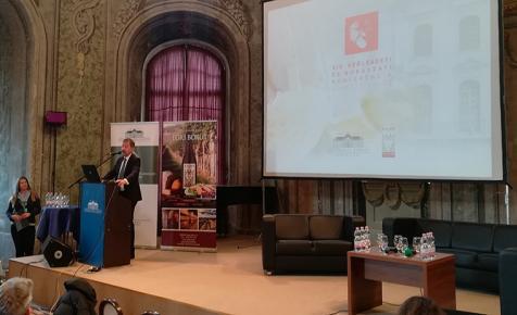 A világ legnagyobb borszakértőinek részvételével értekeznek ma a magyar borról - ÉLŐ