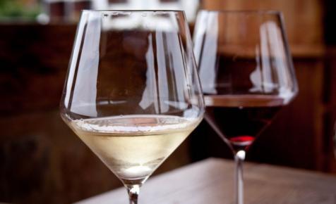 Durván nőnek a magyar borárak