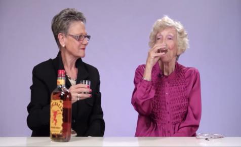 Először isznak whiskyt a nagymamák