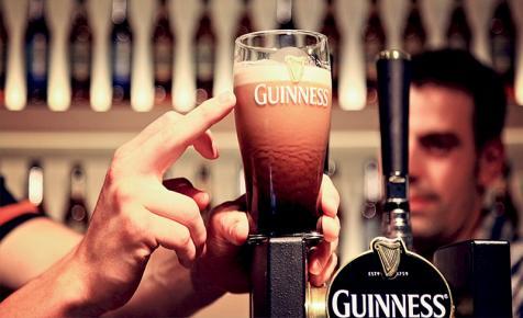 Tudja-e, hogy a Guinness sörben miért lefelé szállnak a buborékok?