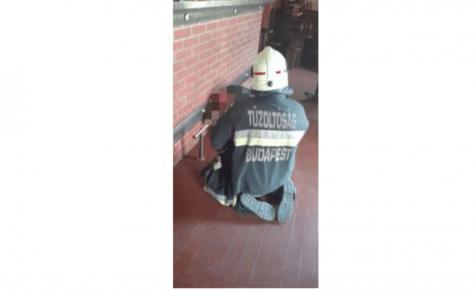 Megszólalt a nő, akit tűzoltók szabadítottak ki a bárpult és a lábtartó közül Újpesten
