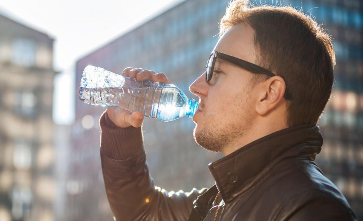 Mérgező anyag szivárog a műanyag palackokból