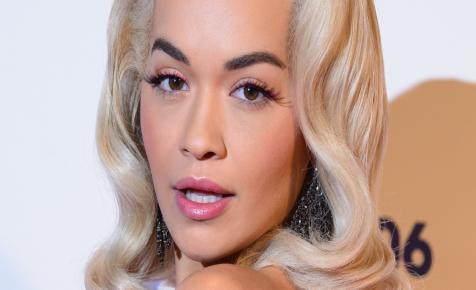 Rita Ora fürdőruhás fotója felrobbantotta a netet