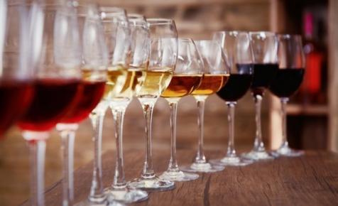 Itt a lista! Ezeket a magyar borokat isszák idén a diplomaták