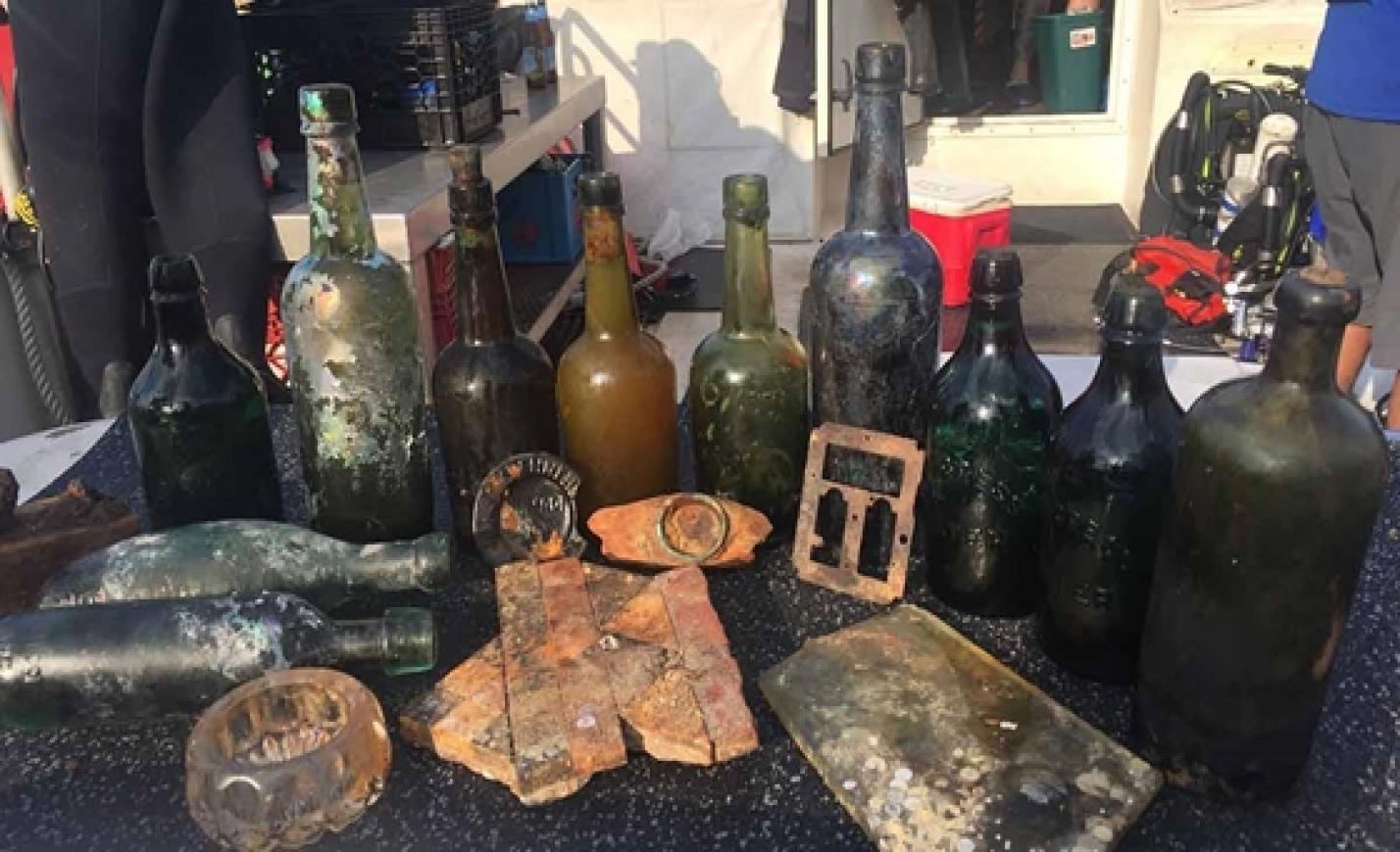 Meglepődtek a búvárok, amikor jóféle söröket találtak a 133 éve elsüllyedt luxushajón – most