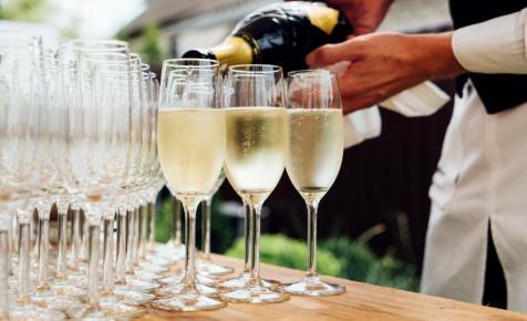 A legdrágább pezsgőkbe kortyolhat bele