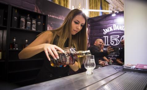 Egy teljes szeszfőzdét is megkaphatunk egy üveg whiskeyvel