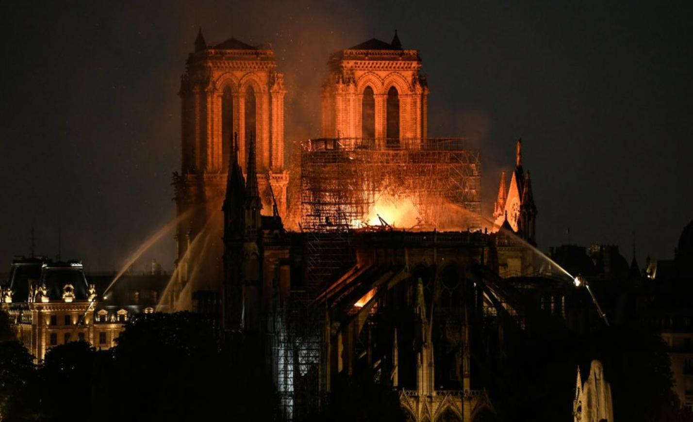 Közel volt a Notre Dame a teljes pusztuláshoz, de sikerült megmenteni