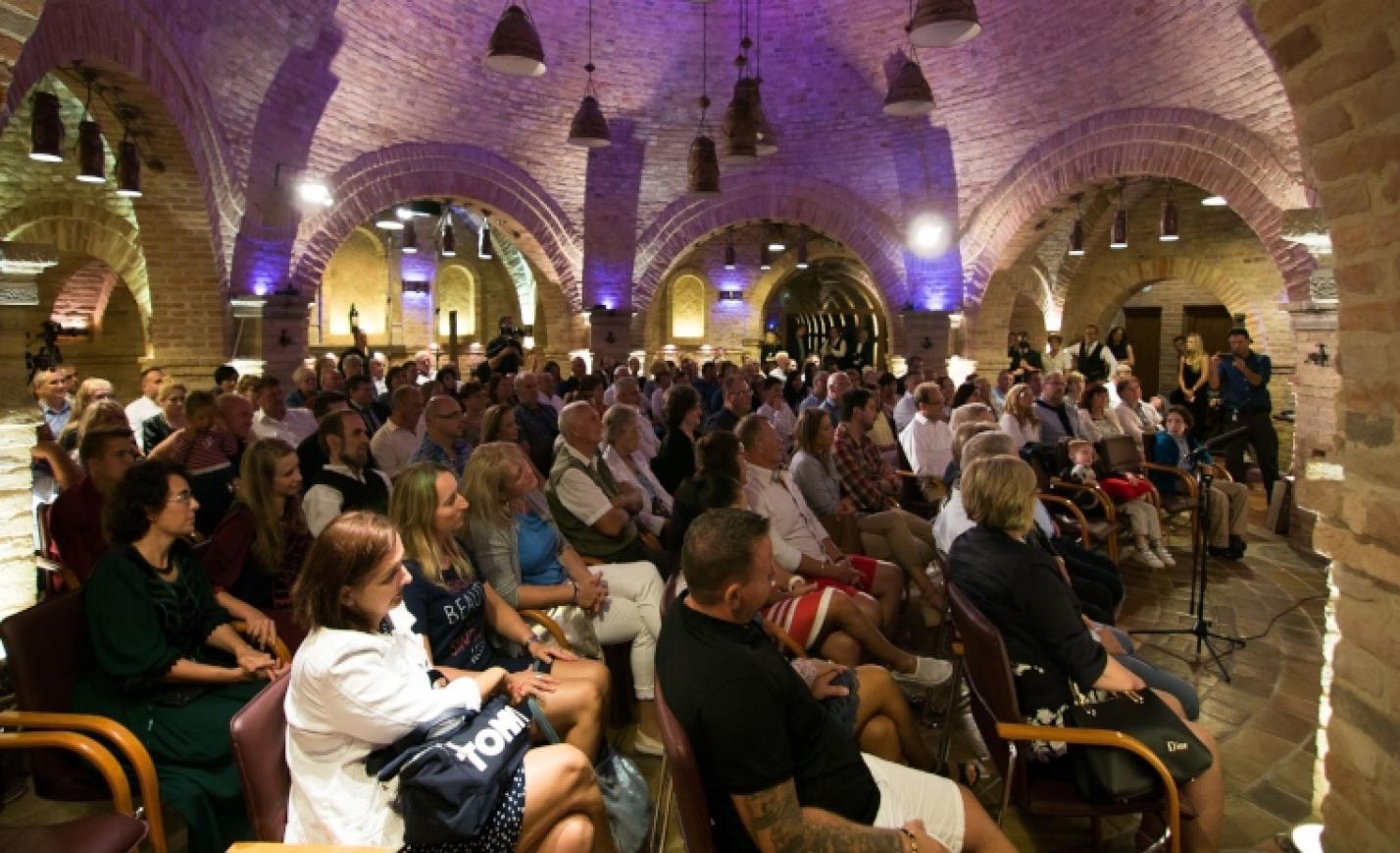 Különleges akusztikájú kápolnában lesz Tompos Kátya koncert