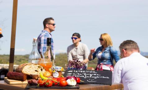 Tradicionális eljárással készült pezsgőket és helyi borokat kóstolhat