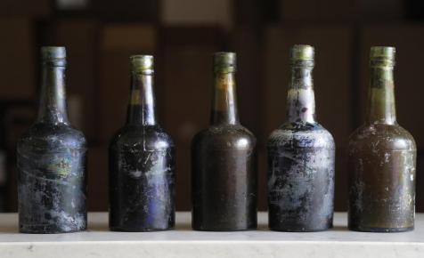 400 éves borokat árvereznek el, amelyeket a tenger fenekén találtak