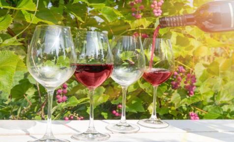Százféle bort kóstolhat. Bevállalja?