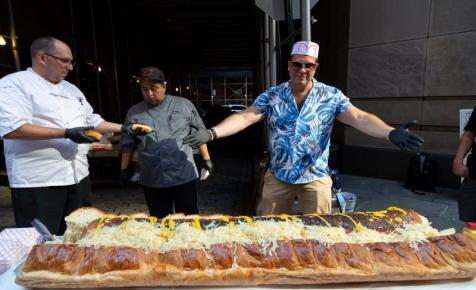 Látott már 30 kilós hotdogot?