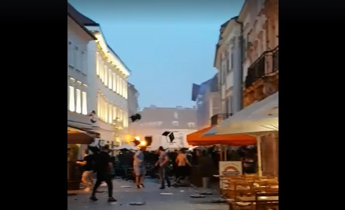 Hatalmas focibalhé volt Pozsonyban, 94 embert vettek őrizetbe – videó