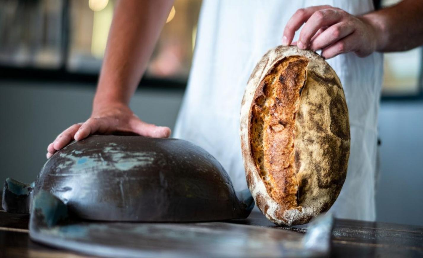 És az megvan, hogy kerámiaedényben kovászos kenyeret sütöttem?
