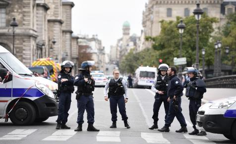 Halálra késelt négy rendőrt egy martinique-i férfi Párizsban