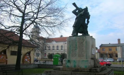 János vitéz és a török elől menekülő szerbek városa