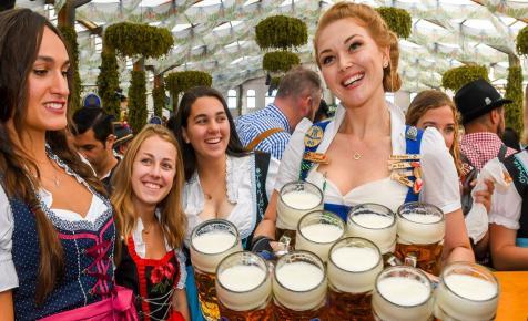 Nagyszabású lagzinak indult a világ leghíresebb sörfesztiválja