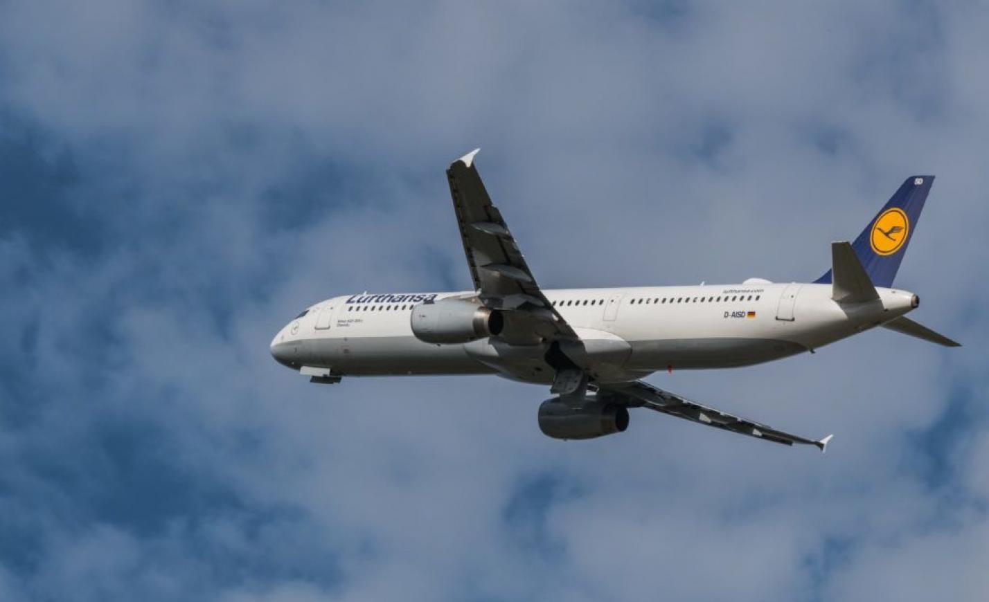 1300 járatot törölt a Lufthansa