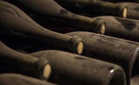 Száz évnél idősebb, tökéletes minőségű palackozott borokat találtak