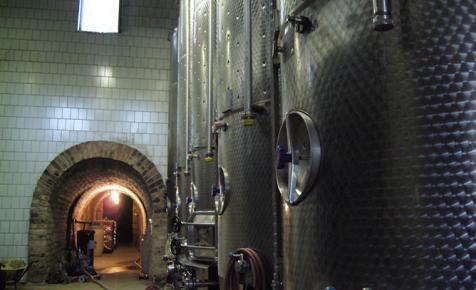 Eladó egy szőlőfeldolgozó, érlelő és palackozó Egerben