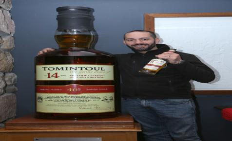 Eladták a világ legnagyobb whiskys üvegét
