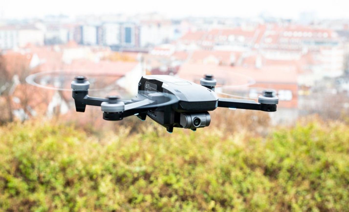 Ez a drón tudja a 4K-t, hetvennel repeszt és fél óráig bírja a levegőben
