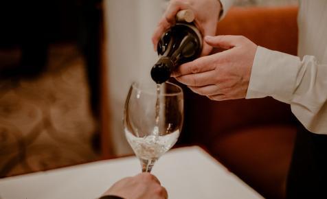 A Kárpát-medence 50 legjobb borásza tart szakmai kóstolót