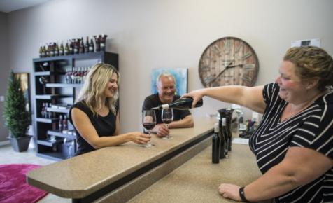 Meglepő fordulat: új kezekbe került a magyar borok marketingje