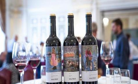 A szekszárdiak után az egri borászokat is hitelezi az Erste