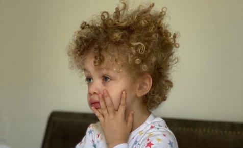 Itt van egy kép Drake gyerekéről, akit csak nagyon ritkán mutat meg a világnak