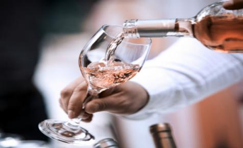 Kóstolj szekszárdi borokat és egyél egy jót a belváros szívében!