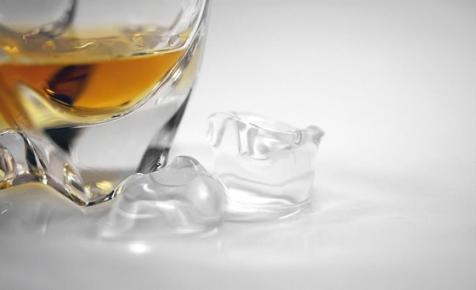 Papírpalackban adják jövőre a whiskyt