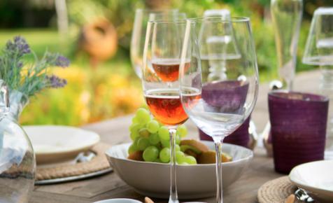 Jelentős gazdasági károkat okoznak a hamis borok