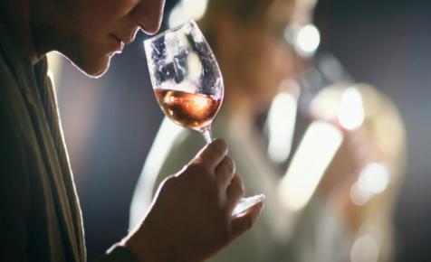 Változó szokások: jelentősen nőtt az otthoni borfogyasztás az elmúlt hónapokban
