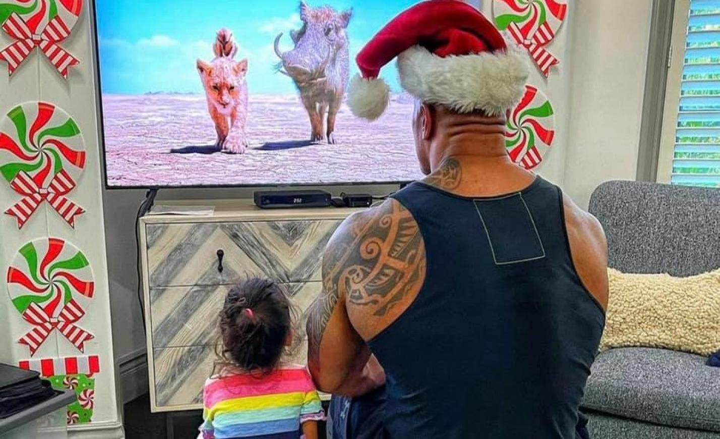 Nehéz nagyobb cukiságot elképzelni, mint a kislányával Oroszlánkirályt néző Szikla