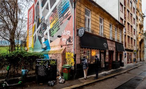 Lebontják a magyar kártya szülőházát, Wichmann legendás kocsmájának épületét, a szálak NER-közelbe vezetnek