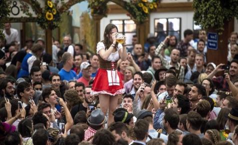 Saját, hónapokig tartó Oktoberfestet rendez Dubaj