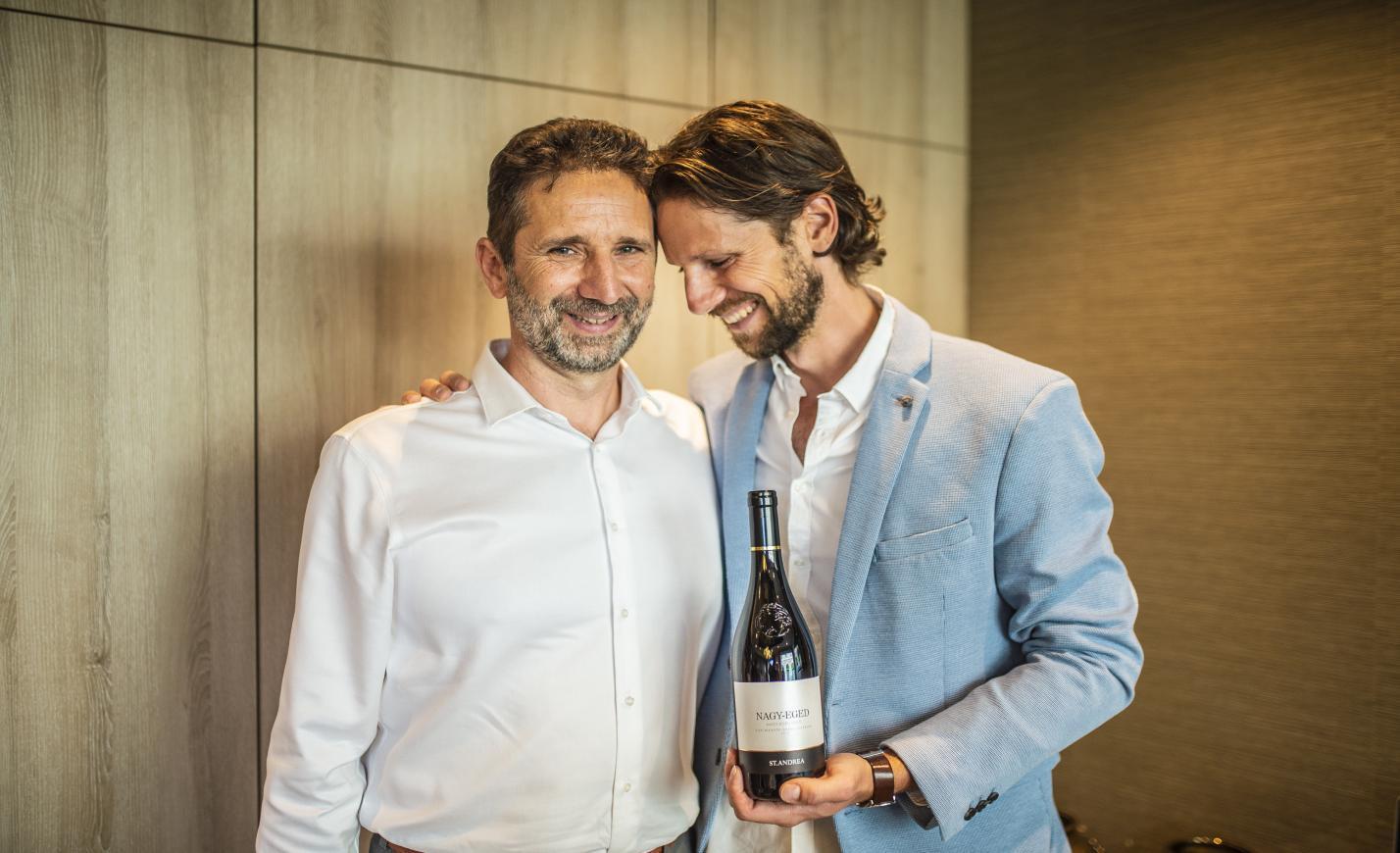 Apa és fia közös munkája, egy magyar bikavér került a világ legjobb 50 bora közé, megkóstoltuk