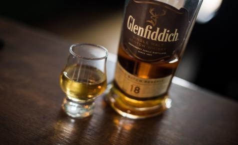 Egy skóciai lepárlóban whiskyvel hajtják az autókat, azok mégsem lesznek részegek tőle
