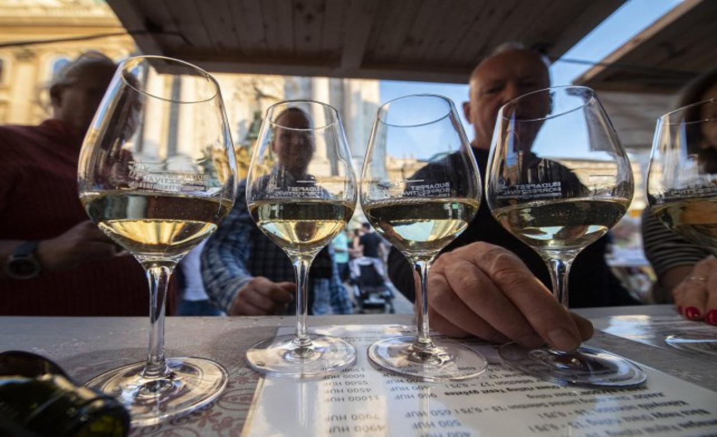 Somló lesz a Budapest Borfesztivál vendége: 12 pincészet borait kóstolhatjuk